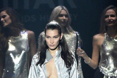 Bella Hadid sufre caída en pleno desfile de modas