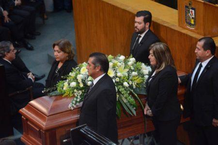 Brindan un minuto de aplausos en honor de diputado fallecido