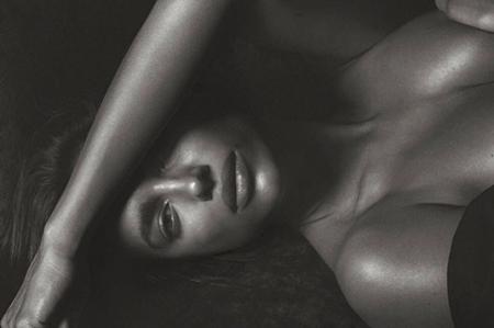 Irina Shayk posa desnuda y cuenta por qué quería ser hombre
