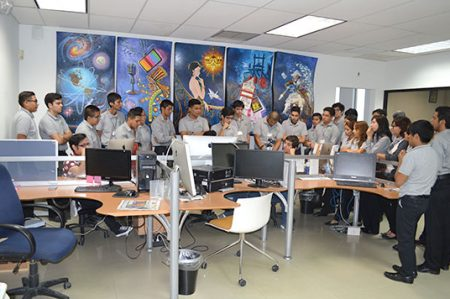 Alumnos de UTT visitan instalaciones de Hora Cero