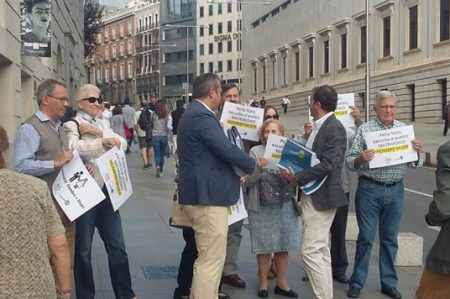En España protestan contra matrimonio igualitario en México