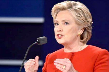 FBI resucita escándalo de correos de Hillary