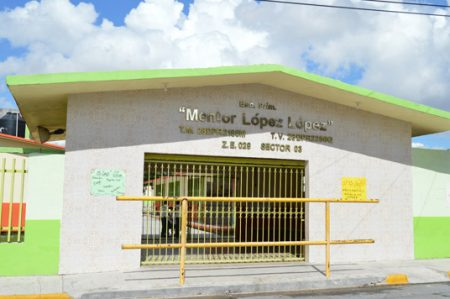 Maestra se opone y suspende clases en la escuela primaria Mentor López López
