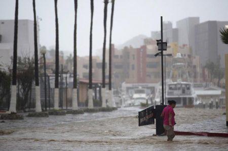 'Newton' deja lluvias, vientos y cortes viales en BCS
