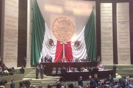 Legisladores van contra 'narcoseries'