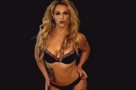 Britney Spears luce su figura y sensuales movimientos
