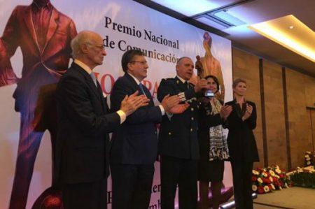 Otorgan premio a Sedena por su lealtad a México