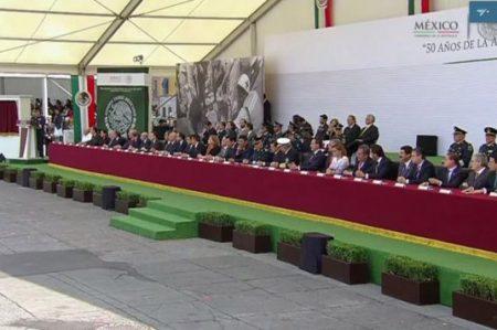 Peña conmemora en el Zócalo 50 aniversario del Plan DN-III-E