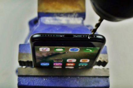 Video viral provoca que taladren sus iPhone 7