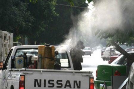 Denuncian en NL por químicos caducos en fumigaciones de la SS