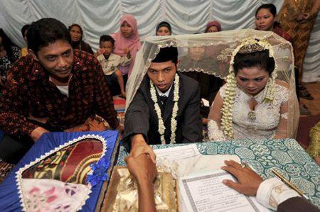 Prohibirán sexo fuera del matrimonio en Indonesia