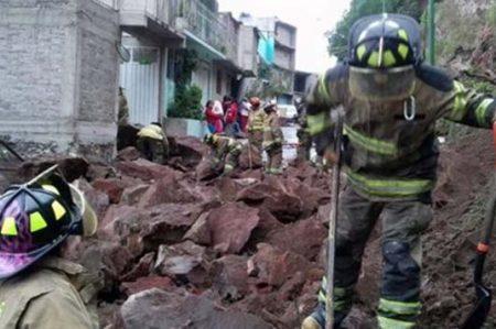Reportan deslave en la calzada Zaragoza