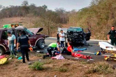 Accidente deja 5 muertos en Michoacán