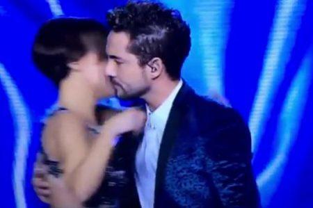 Hacen burla de Bisbal, Chenoa y el beso que no fue (VIDEO)