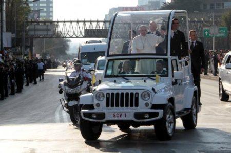 Episcopado y Nunciatura se deslindan de subasta de Papamóviles