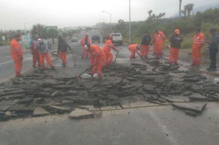 Repara Monterrey baches en avenida Leones