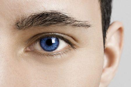 Lo que hay detrás del molesto tic en el ojo