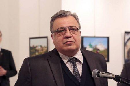 Asesinan a Embajador ruso en Turquía; video circula en redes