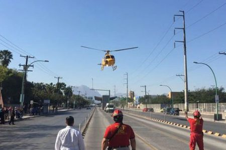 Aterriza helicóptero en Ecovía en NL