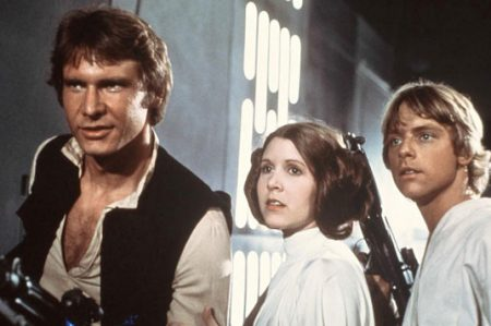 'Que la fuerza te acompañe', dicen fans a Carrie Fisher