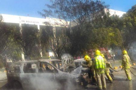 Presuntos normalistas queman 12 vehículos en Chiapas