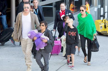 Pitt acusa a Jolie de revelar detalles sobre sus hijos