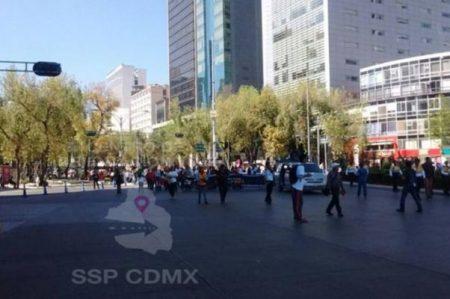 Personas con capacidades diferentes marchan sobre Reforma