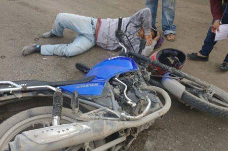 Motociclista resulta con fractura al ser atropellado