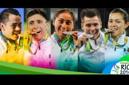 Otorgan premios a los medallistas de Río 2016