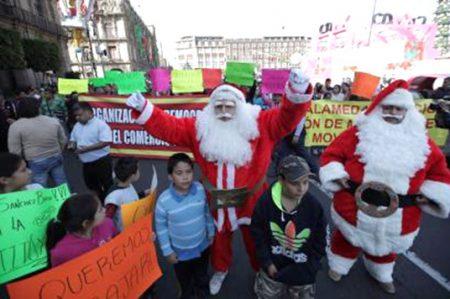 'Santas' protestan en el Zócalo