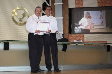 Otorga UAT al Dr. Jorge Torres Premio Investigador Joven 2016