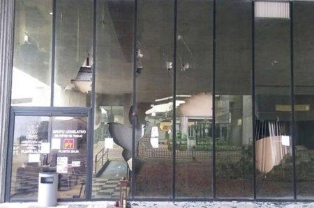 Vandalismo alcanza al Congreso de Nuevo León
