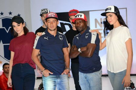Piris y Ayoví presentan nuevas gorras de Rayados