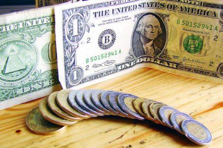 Registra el peso un glorioso marzo frente al dólar