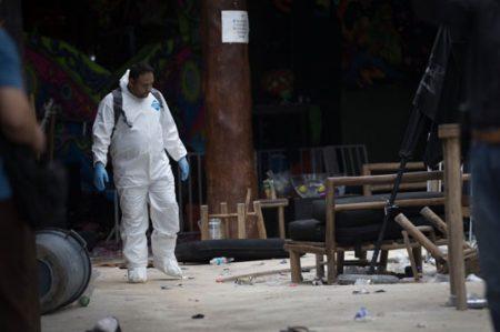 Entregan cuerpos de 4 víctimas de la Blue Parrot