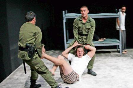 Gonzalo Vega Jr. cura su luto en teatro