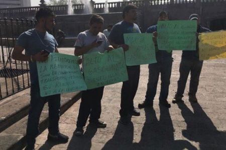Llegan protesta de transportistas a la Macroplaza