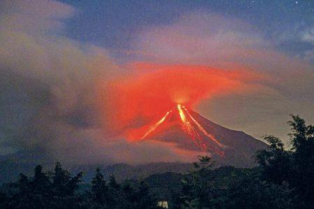 Mantienen alerta por actividad constante del volcán de Colima