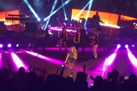 Paulina Rubio ofrece una velada pop en León