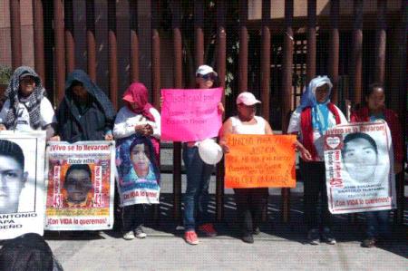 Protestan en Guerrero por los 43 normalistas y el gasolinazo