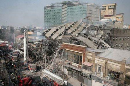 ¡Tragedia en Irán! Más de 30 bomberos muertos por derrumbe de edificio (VIDEO)