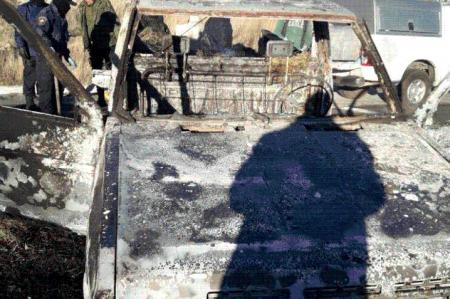 Hallan bolsas con restos humanos en auto incendiado en Zacatecas
