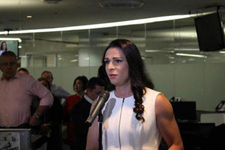 Ana Guevara presenta iniciativa contra violencia de género
