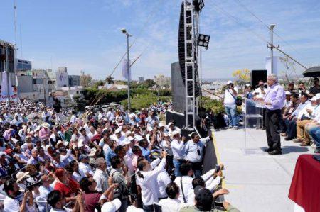 Analiza Morena presentar denuncia contra política antimigrante de EU