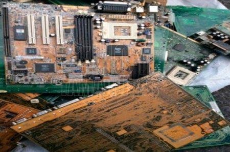 Aseguran contenedor con 15 mil kilos de desechos electrónicos