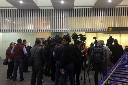 Peña Nieto se reúne en el AICM con migrantes deportados