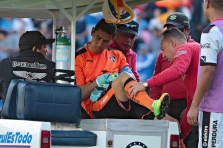 Portero del Atlas sufre luxación en el juego ante Cruz Azul