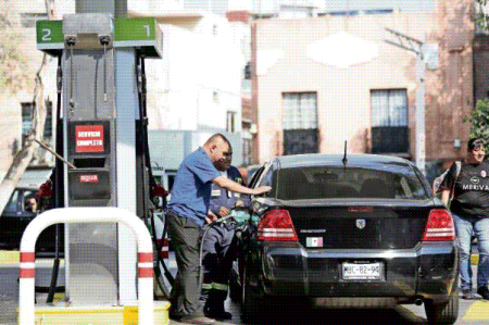 Excedentes permiten aplazar alza a gasolinas