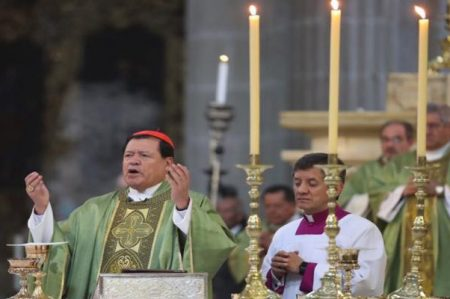 Cardenal pide orar por víctimas de sismo y de huracanes