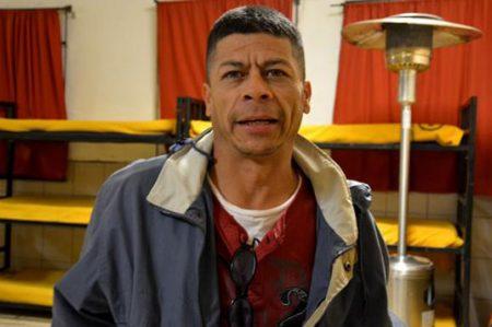 Perdió su brazalete y su vida al ser deportado de Estados Unidos